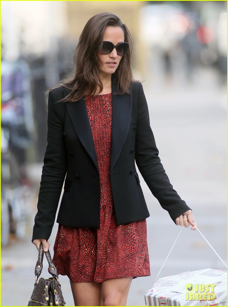 Pippa Middleton Heads To The Office