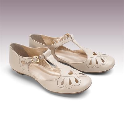0f57a7661f Comprinhas  Sapatos Norah » sapato boneca em couro